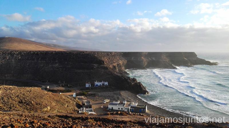 Acantilados y pueblo de Los Molinos 10 imprescindibles de Fuerteventura