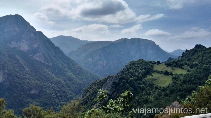 Vistas desde la Falguera, pueblo Vaqueiro Ruta en coche por los pueblos con encanto del Parque Natural de Somiedo