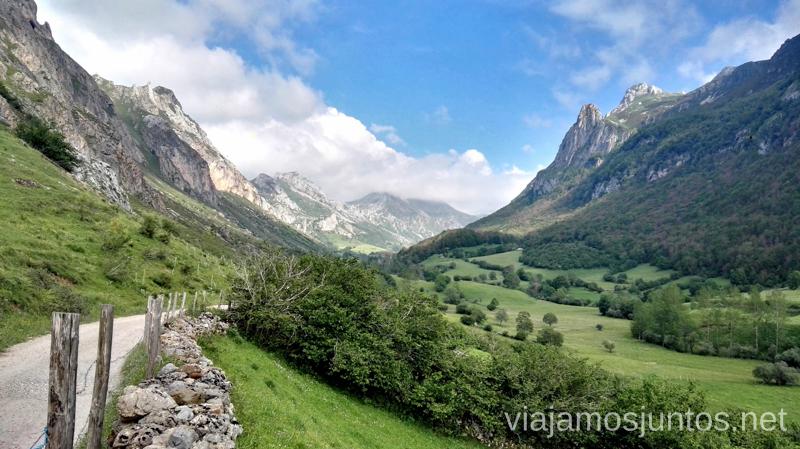 Comienzo de la Ruta del Lago del Valle Ruta en coche por los pueblos con encanto del Parque Natural de Somiedo