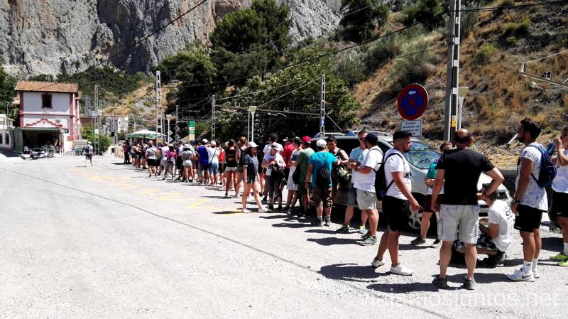 Cola para el autobús de regreso al Acceso Norte del Caminito del Rey Todo lo que necesitas saber sobre el Caminito del Rey en Málaga