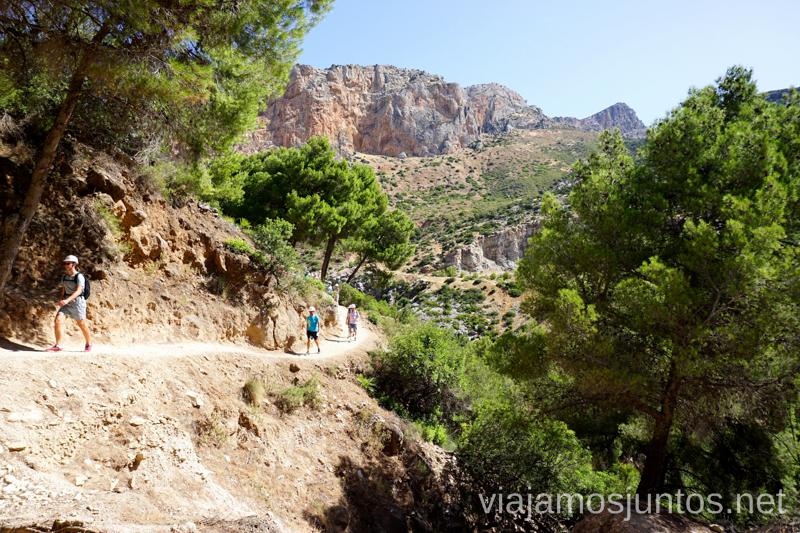 """Parte """"sobre tierra firme"""" del Caminito del Rey Todo lo que necesitas saber sobre el Caminito del Rey en Málaga"""