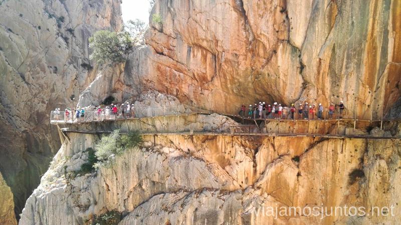 La parte antigua del Caminito del Rey debajo de las pasarelas nuevas Todo lo que necesitas saber sobre el Caminito del Rey en Málaga