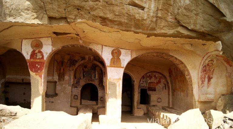 Interior de las cuevas, complejo monástico David Gareja Cómo visitar el complejo monástico David Gareja en Georgia