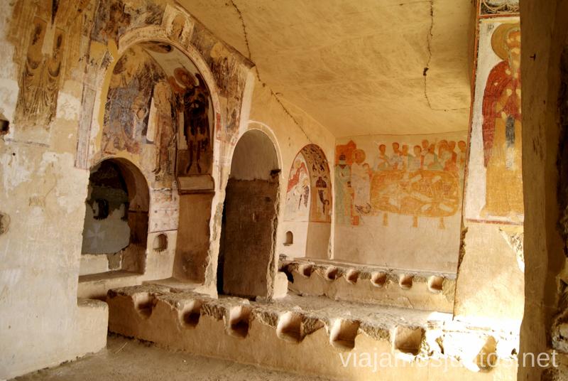 En el interior de las cuevas del monasterio de Udabno Cómo visitar el complejo monástico David Gareja en Georgia