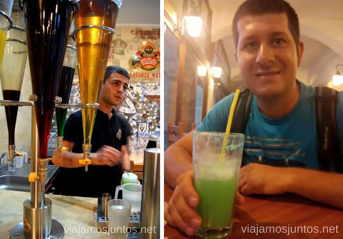 Probando Lagidze Water, una bebida que solo se puede encontrar en Georgia Qué ver y hacer en Tbilisi (Tiflis), la capital de Georgia