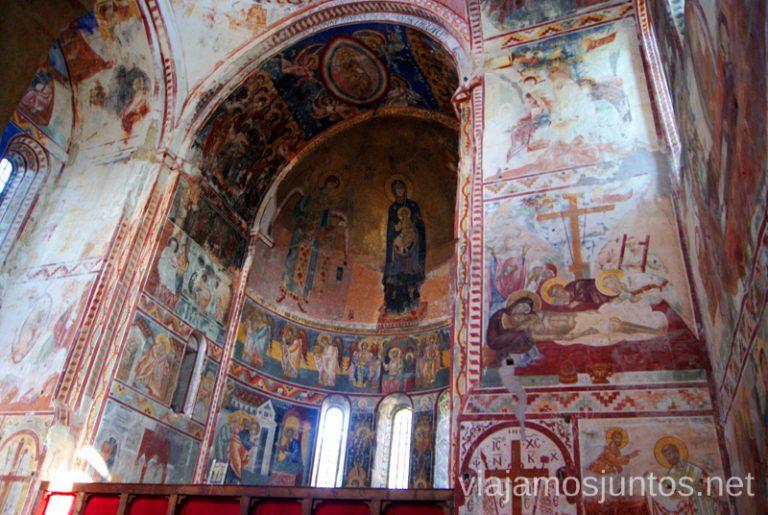 Interior de una de las iglesias del Monasterio de Gelati Monasterio de Gelati y Monasterio de Motsameta Qué ver y hacer en Kutaisi y alrededores Georgia