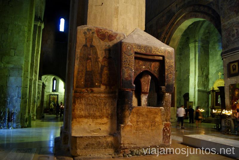 Interior de la Catedral Svetitsjovelien MtskhetaQué ver en Mtskheta, información práctica de Mtskheta