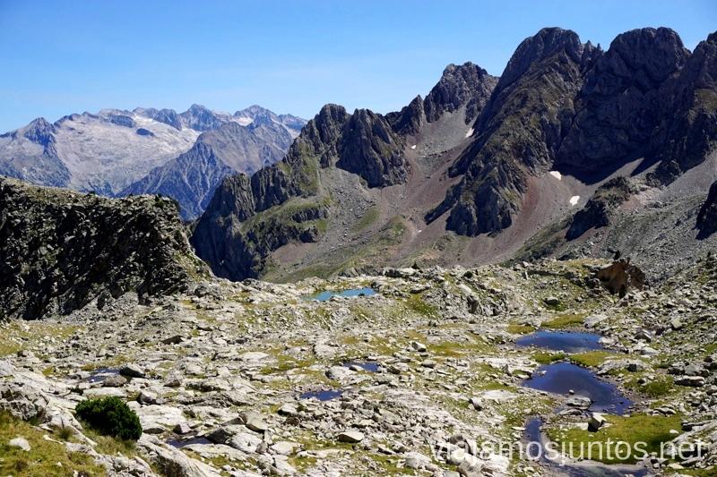 Desde el Collado de la Plana Ruta de los 3 refugios por el Parque Natural Posets-Maladeta, Pirineo Aragonés Aragón