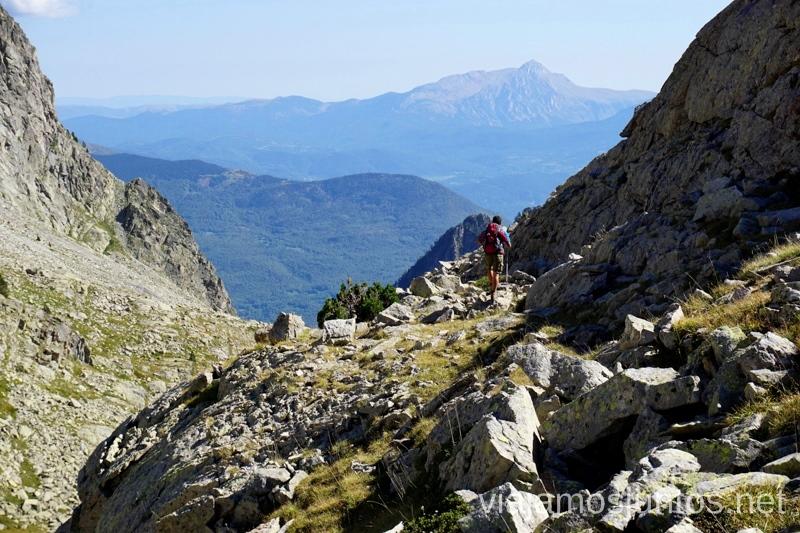 Ruta de los 3 refugios hacia el refugio Ángel Orus Ruta de los 3 refugios por el Parque Natural Posets-Maladeta, Pirineo Aragonés Aragón