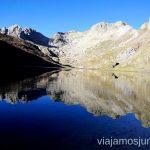 Ibón de la Llardaneta Ruta de los 3 refugios por el Parque Natural Posets-Maladeta, Pirineo Aragonés Aragón
