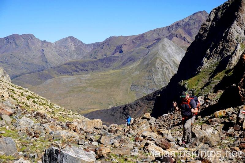 Subiendo / Bajando el Collado Forqueta Ruta de los 3 refugios por el Parque Natural Posets-Maladeta, Pirineo Aragonés Aragón