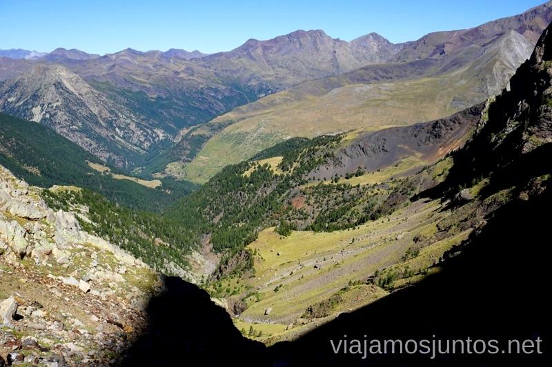 Último tramo de la ruta de los 3 refugios - bajando Ruta de los 3 refugios por el Parque Natural Posets-Maladeta, Pirineo Aragonés Aragón