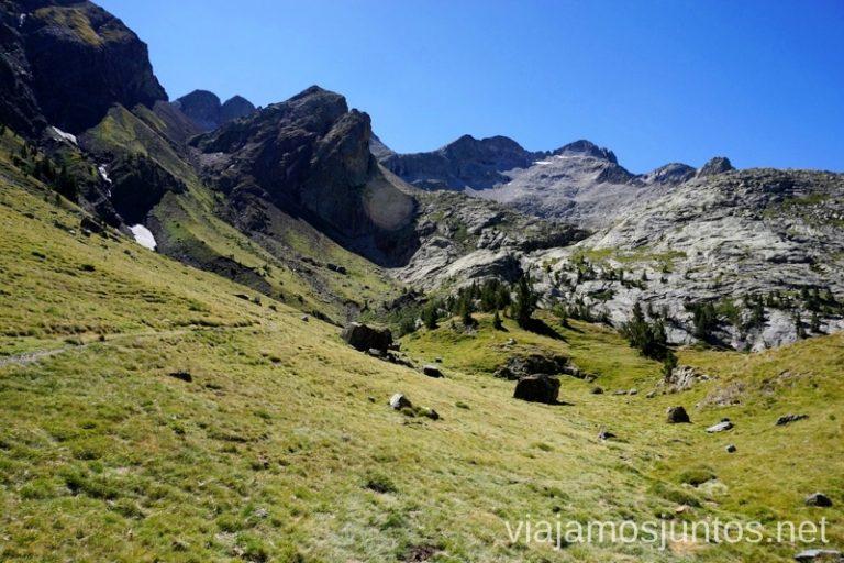 Una vista atrás. De allí hemos bajado Ruta de los 3 refugios por el Parque Natural Posets-Maladeta, Pirineo Aragonés Aragón