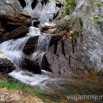 Una cascada para descansar Ruta de los 3 refugios por el Parque Natural Posets-Maladeta, Pirineo Aragonés Aragón