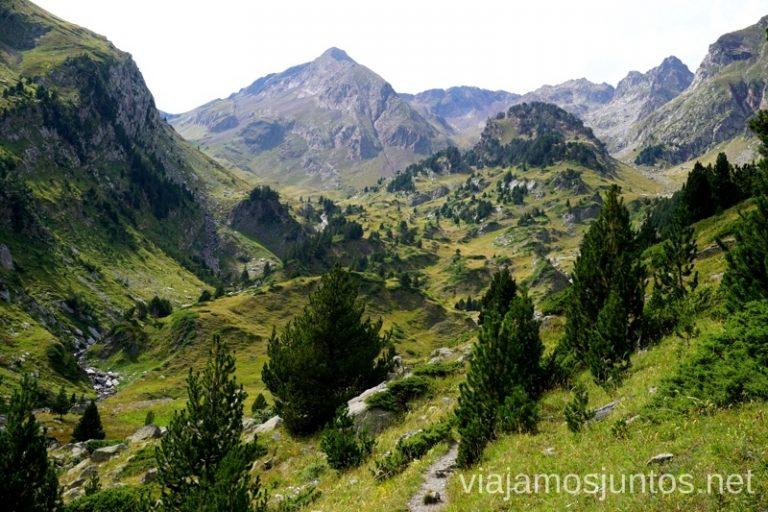 Mira atrás Valle de Estós Ruta de los 3 refugios por el Parque Natural Posets-Maladeta, Pirineo Aragonés Aragón