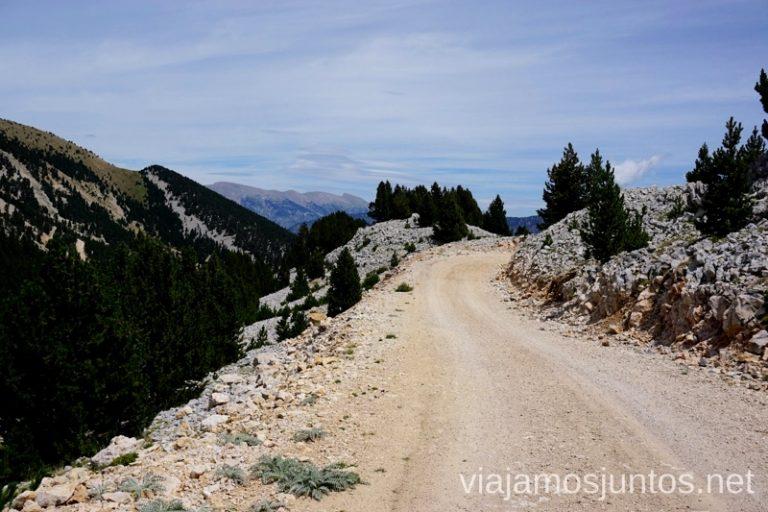 Pista de vuelta de la Ruta al Port del Comte y ascensión al Pedró dels Quatre Batlles Rutas de senderismo por el Valle de Lord, Lérida, Cataluña Pirineo