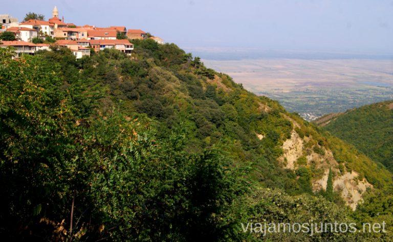 Signagi desde la carretera hacía el monasterio de Bodbe Qué ver en Signagi, Georgia. Información práctica