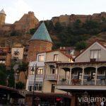 La parte antigua de Tbilisi con el Castillo Narikala posando sobre la solina Qué ver y hacer en Tbilisi (Tiflis), la capital de Georgia