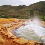 La piscina de aguas termales minerales, alrededores de Vardzia, Georgia Vardzia. Qué ver e información práctica
