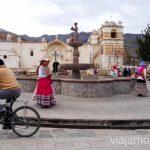 Niñas que bailan antes del cole para ganar dinero y un señor de la bici que se despertó muy temprano, Valle del ColcaLo que me molesta y encanta de los peruanos Peru #PerúJuntos Perú