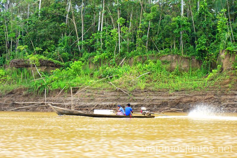 Pescando en el río Heath Viajar a la selva peruana. Consejos prácticos para organizar tu viaje a la selva peruana Peru #PerúJuntos Perú