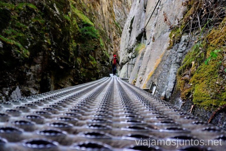 Pasarelas de metal. Ruta de las Gorges de la Caranca Ruta de las Gorges de Caranca Qué ver y qué hacer en Francia