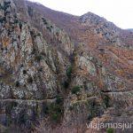 Vistas a las cornisas escavadas en la roca Ruta de las Gorges de Caranca Qué ver y qué hacer en Francia