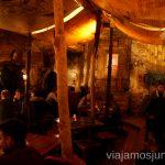 Interior de Kryivka, uno de los sitios míticos para comer en Lviv Donde comer en Lviv Restaurantes curiosos y bien de precio Ucrania