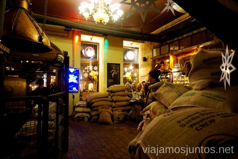 Sacos de café que acaban de sacar de la mina de café Donde comer en Lviv Restaurantes curiosos y bien de precio Ucrania