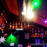 Lámpara de queroseno tiene una exhibición de lámparas de queroseno Donde comer en Lviv Restaurantes curiosos y bien de precio Ucrania