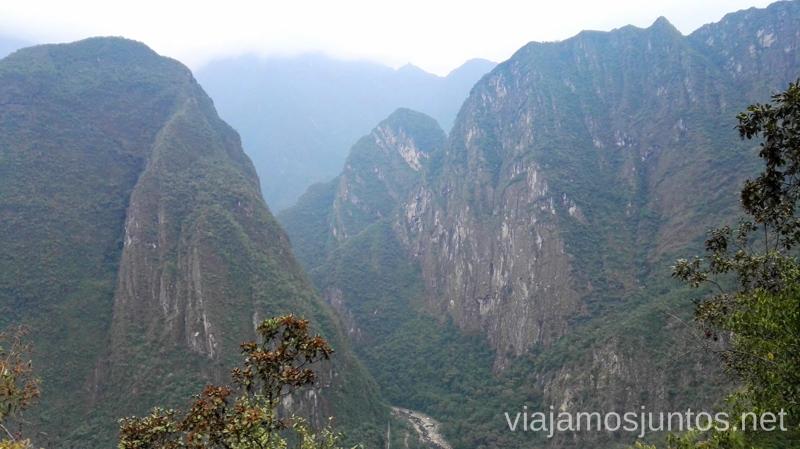 Desde el camino de hacer andando a Macchu Picchu desde Aguas Calientes. Cómo llegar a Machu Picchu Aguas Calientes desde Cusco y Ollantaytambo Peru #PerúJuntos Perú