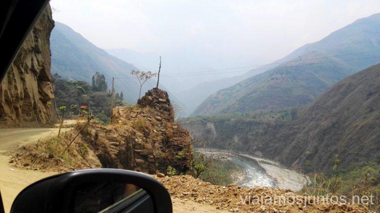 Carretera de tierra entre Aguas Calientes y Santa Teresa. Cómo llegar a Machu Picchu Aguas Calientes desde Cusco y Ollantaytambo Peru #PerúJuntos Perú