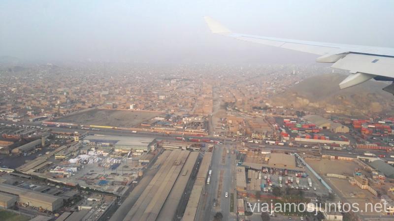Lima desde el avión. Como llegar desde el aeropuerto de Lima a la ciudad de la manera segura y barata Peru #PerúJuntos Perú