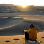 Atardecer en el desierto de Huacachina. Qué ver y qué hacer en Ica y el desierto y oasis de Huacachina Visita a la bodega de Los Tres Hermanos y El Catador Peru #PerúJuntos Perú