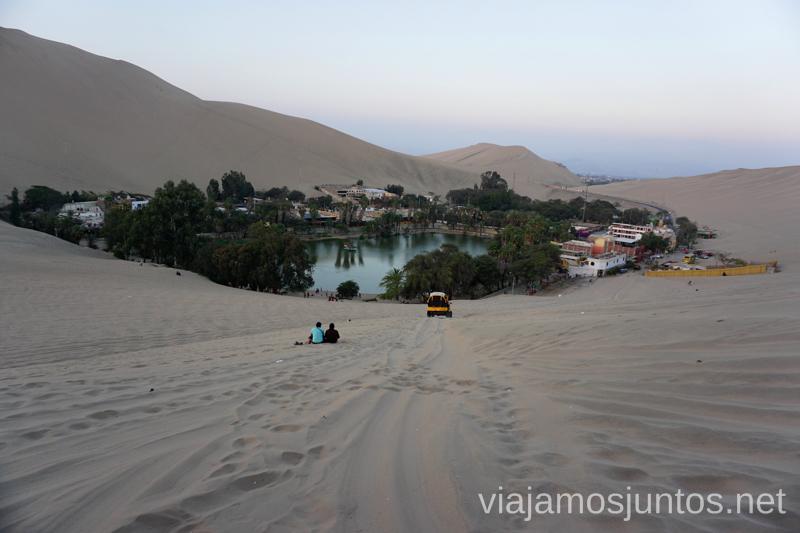 Vistas del oasis de Huacachina desde la duna. Qué ver y qué hacer en Ica y el desierto y oasis de Huacachina Visita a la bodega de Los Tres Hermanos y El Catador Peru #PerúJuntos Perú