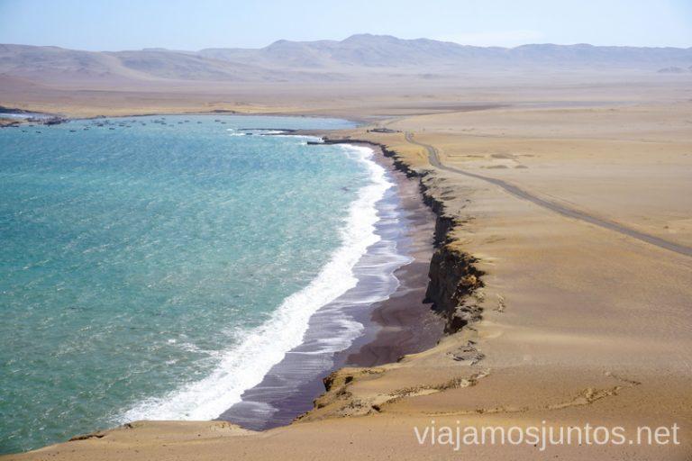 Playa Roja en la Reserva Nacional de Paracas. Qué ver y hacer en Paracas. Organizar la visita a las islas Ballestas y Reserva Nacional de Paracas Peru #PerúJuntos Perú