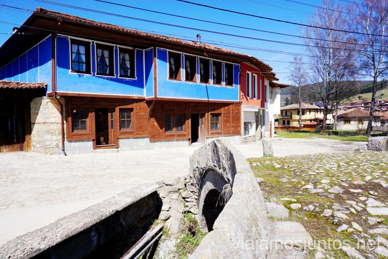Casa rural Edno Vreme en Koprivshchitsa. Dónde dormir y consejos prácticos para encontrar alojamiento en Bulgaria. Nuestros hoteles favoritos