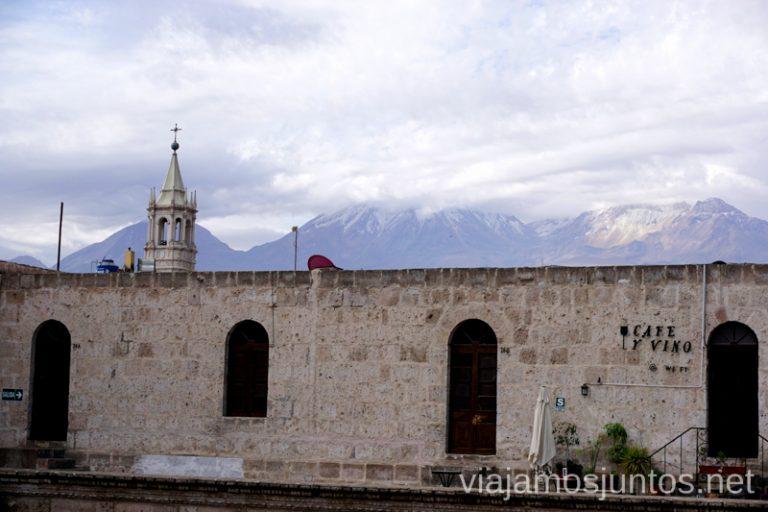 Arequipa con sus volcanes de fondo. Visitar Arquipa Peru #PerúJuntos Perú