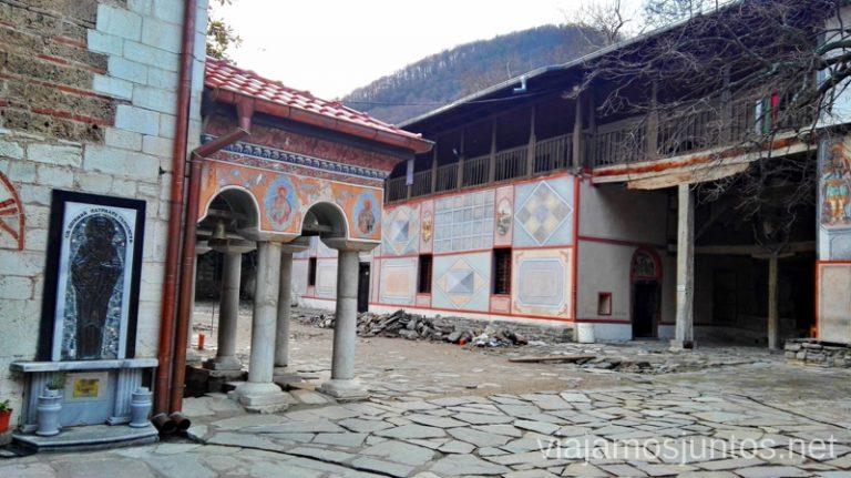 Monasterio Bachkovski. Dormir en monasterios en Bulgaria Consejos prácticos y nuestra experiencia #BulgariaJuntos