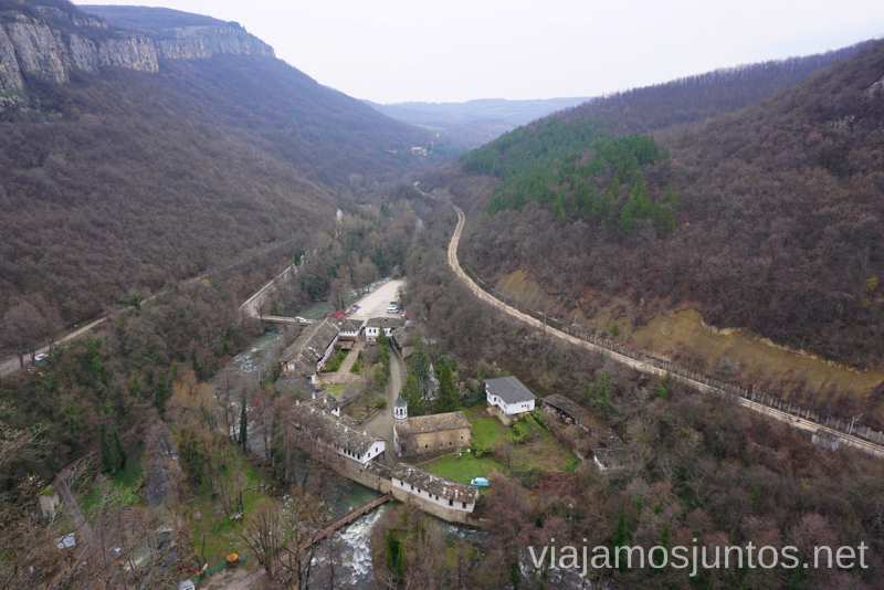 Monasterio Dormir en monasterios en Bulgaria Consejos prácticos y nuestra experiencia #BulgariaJuntos