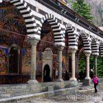 Monasterio de Rila. Dormir en monasterios en Bulgaria Consejos prácticos y nuestra experiencia #BulgariaJuntos