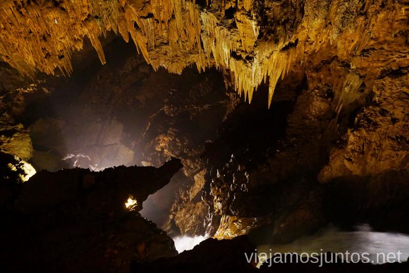 Dentro de la cueva de Valporquero. Visita turística. Qué ver y qué hacer en León y Valporquero Castilla y León