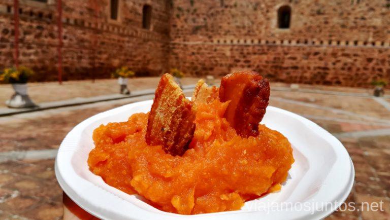 Patatas revolconas. Qué hacer en Gredos Norte, la Sierra Norte de Gredos. Dónde dormir y dónde comer