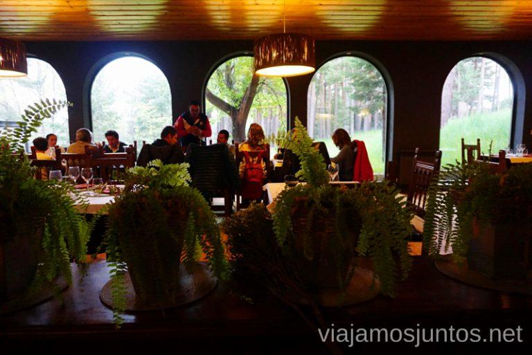 Comedor del hostal Almanzor. Qué hacer en Gredos Norte, la Sierra Norte de Gredos. Dónde dormir y dónde comer