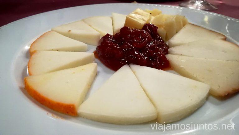 Tabla de quesos. Qué hacer en Gredos Norte, la Sierra Norte de Gredos. Dónde dormir y dónde comer