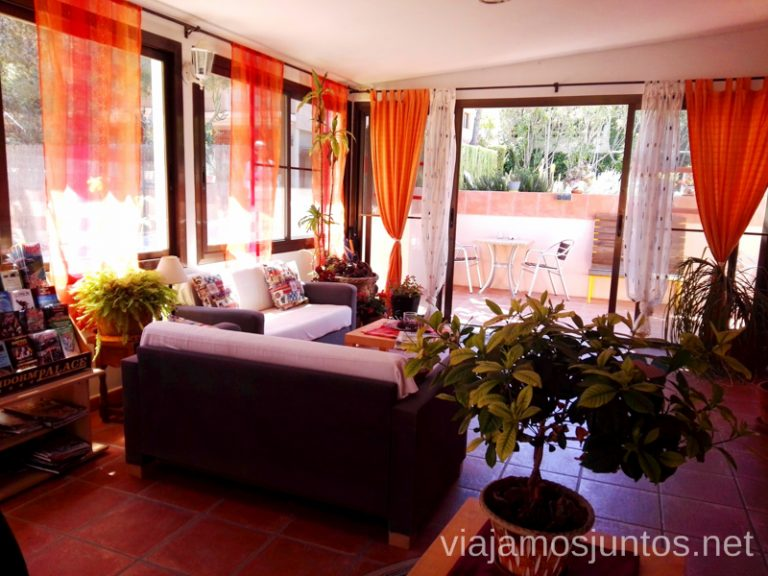 Sala común en nuestro alojamiento Guest to Guest Apartamentos Mundaka. Qué hacer en Benidorm y alrededores #RumboSurJuntos