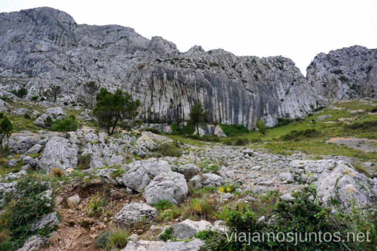Las rocas de la Sierra de Bernia y Ferrer. Ruta circular en la Sierra de Bernia y Ferrer Qué hacer en Benidorm y alrededores #RumboSurJuntos