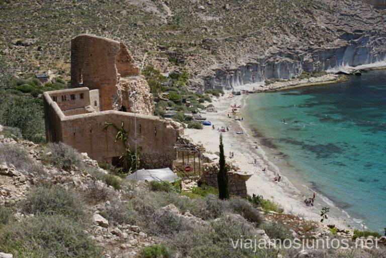 Castillo de San Pedro en la Cala de San Pedro, la famosa cala-hippie en Cabo de Gata. Qué ver y hacer en Cabo de Gata. Dónde alojarse. #RumboSurJuntos