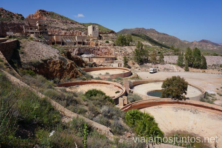 Las instalaciones de las minas del Cinto, Rodalquilar. Ruta de senderismo de las Minas de Cinto o de Rodalquilar, Cabo de Gata - Níjar #RumboSurJuntos