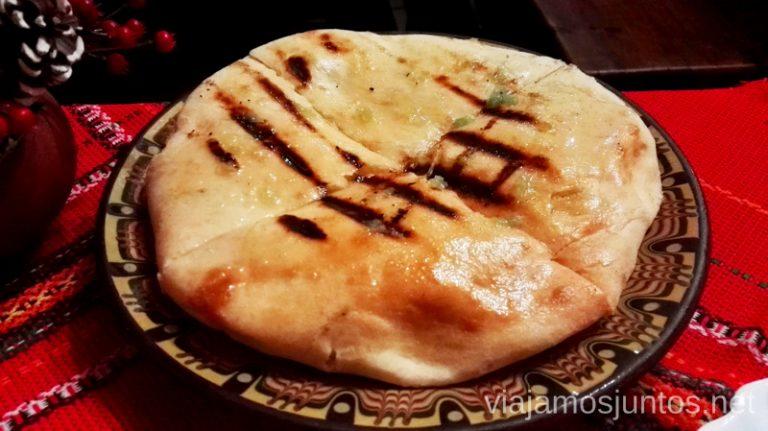 Pan con salsa de ajo. Mmmm Dónde y qué comer en Bulgaria. Gastronomía de Bulgaria #BulgariaJuntos